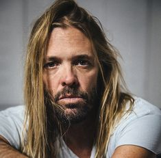 """Taylor Hawkins and The Coattail Riders unveil new Dave Grohl collaboration """"Middle Child"""" Dave Grohl Tattoo, Joe Walsh Eagles, Perry Farrell, Nirvana Lyrics, Taylor Hawkins, Chrissie Hynde, Duff Mckagan, The Pretenders, Rock Shirts"""