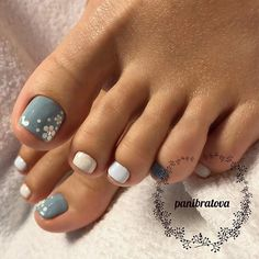 Beautiful Nail Designs For Toes - Hast du aber schöne Fußnägel, ®™ - manicure Classy Nail Designs, Ombre Nail Designs, Beautiful Nail Designs, Toenail Art Designs, Toe Designs, Summer Toenail Designs, Toe Nail Flower Designs, Summer Pedicure Designs, Toe Nail Designs For Fall