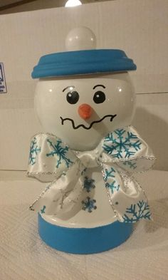 A Terra cotta snowman craft I made. Christmas Clay, Diy Christmas Ornaments, Christmas Projects, Purple Christmas, Flower Pot Art, Flower Pot Crafts, Clay Pot Projects, Clay Pot Crafts, Crafty Projects