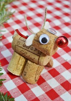 Christmas+Craft+Ideas Way too cute! @Pamela Culligan Culligan Culligan Culligan R. Shafer keep saving those corks :-)