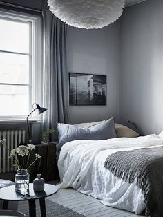 via Daniella Witte After several years to admire the alluring images of bedroom with dark walls, this weekend I got into this crazy adv...