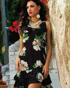 Έτοιμες για τις Σαββατιάτικες βόλτες σας με τις νέες παραλαβές της Queen Fashion ~ Μίνι φλοράλ φόρεμα με βολάν στο τελείωμα για τις βραδυνές σας εξόδους και θα βρεθείτε σίγουρα στο επίκεντρο του ενδιαφέροντος...❣️  #queenfashion #summer #collection #dress #outfit #fashion #shop #newarrivals