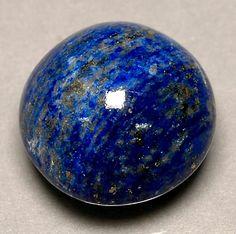 Artigo sobre a gema chamada Lápis-Lazúli, onde existe, utilização ao longo da história, etc.