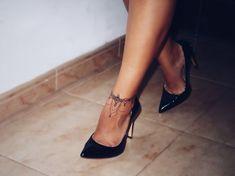 tatuaje de brazalete en el tobillo