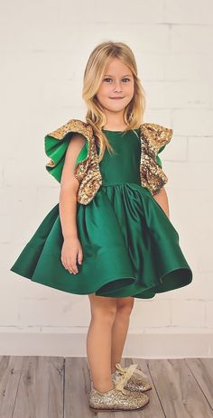 emerald Green Flower Girls Dresses With Bow Knot Sequins Backless Satin Girls Pageant Gowns Knee Length Sleeveless First Communion Wear Green Flower Girl Dresses, Girls Tutu Dresses, Tutus For Girls, Flower Girls, Princess Dresses, Green Formal Dresses, Prom Dresses, Baby Girl Tutu, Baby Dress