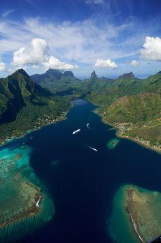 La baie de Moorea - Envie d'évasion en Polynésie ? http://www.ecotour.com/produit/combine-2-iles-polynesie-:-coup-de-coeur-n%C2%B01-99252?idPrice=35623906