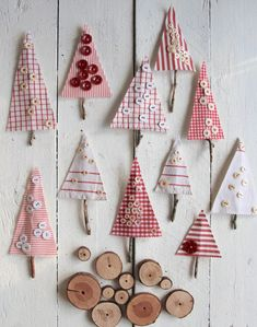 Button tree made of scraps for Christmas - Sweet Laura - Button Crafts Christmas Sewing, Christmas Candy, Kids Christmas, Christmas Gifts, Christmas Ornaments, Xmas Crafts, Diy And Crafts, Christmas Fabric Crafts, Christmas Decorations For Kids
