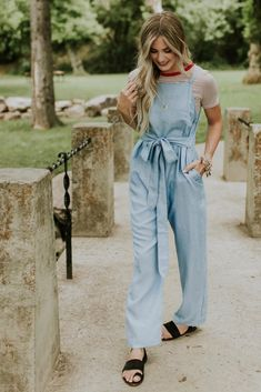 Best Denim Jumpsuit Outfits Ideas For Spring 34 Cheap Boutique Clothing, Womens Clothing Stores, Boutique Dresses, Clothes For Women, Golf Clothing, Denim Romper, Denim Jumpsuit, Overalls, Stylish Outfits