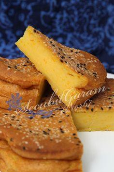 Secubit Garam: BINGKA LABU LEMAK MANIS Recipe Using Pumpkin, Malaysian Food, Asian Desserts, Cornbread, Donuts, Nom Nom, French Toast, Snacks, Traditional
