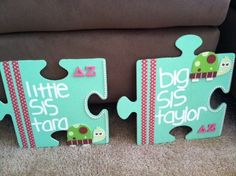 puzzle pieces from hobby lobby, painted, the lines are just crafting tape, the letters are from our greek store and the pearls from michaels Gamma Sigma Sigma, Delta Phi Epsilon, Alpha Xi Delta, Phi Mu, Big Little Week, Big Little Gifts, Little Presents, Delta Zeta Crafts, Sorority Crafts