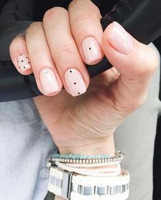 If you're not a fan of tacky fake nails or if you love unusual nail art design but you're somehow busy or lazy to do an hour manicure treatment, here's a solution! These stunning minimalist nails will assure you that less is more. Minimalist Nails, Neutral Nail Art, Dot Nail Art, Trendy Nail Art, Super Nails, Nagel Gel, Simple Nails, Classy Nails, Red Nails