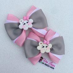 No hay descripción de la foto disponible. Fabric Hair Bows, Diy Hair Bows, Diy Bow, Diy Ribbon, Bow Hair Clips, Hair Barrettes, Fabric Flowers, Baby Tiara, Making Bracelets With Beads