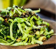 Salat af spidskål og avokado Feta, Avocado Salat, Seaweed Salad, Lchf, Salads, Healthy Recipes, Snacks, Ethnic Recipes, Blog
