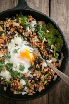 Chipotle Black Bean, Rice and Egg Skillet - minus avocado of course. I bet it would be great with quinoa too? Mexican Food Recipes, Whole Food Recipes, Vegetarian Recipes, Healthy Recipes, Vegan Vegetarian, Clean Eating Recipes, Healthy Eating, Cooking Recipes, Think Food