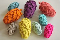 Here is my English version of the crochet pine cones.   Any yarn will do for these; cotton, wool, lurex... Just make sure to match ya...