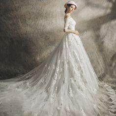 새로운 2017 새로운 도착 신부 단어 어깨 웨딩 드레스 긴 꼬리 럭셔리 궁전은 얇고 우아한 복고풍 제나라했다