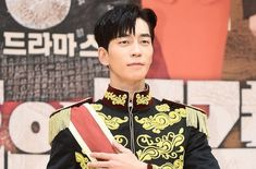 Actor Shin Sung-rok is injured in SBS drama `style of the Empress` shooting. An official of Shin Sung-rok said on the daily Economy Star Today that Lee Hyuk, Choi Jin Hyuk, Human Reference, Handsome Korean Actors, The Empress, Korean Star, Asian Actors, Super Junior, On Set