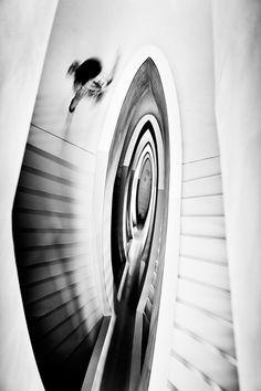 Documentaire straatfotografie zwart-wit trappen Anton Strijp-S Eindhoven. Foto door Marijke Krekels fotografie