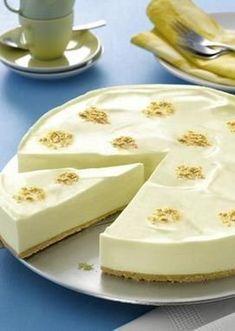 Eine sahnige Frischkäsetorte ohne Backen mit Zitronengeschmack für den Sommer