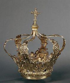 18th Century Crown Coroa fechada / Portugal / Museu de Évora / Photographer:José Pessoa, 1993 Royal Crowns, Royal Tiaras, Crown Royal, Tiaras And Crowns, Crown Decor, Pageant Crowns, Bridal Headdress, Magical Jewelry, Royal Jewelry