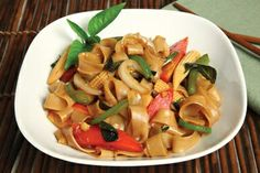 Thai Drunken Noodles Recipe -   Tradition says this classic Thai stir-fry is a good cure for a hangover http://www.atasteofthai.com/index.php?page=recipe&id=516