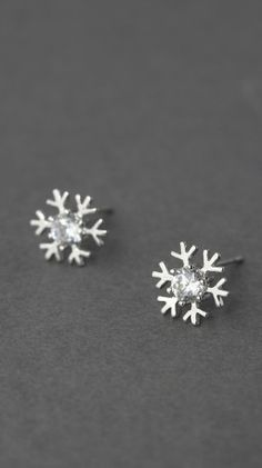 snowflake studs http://rstyle.me/n/d28ptn2bn