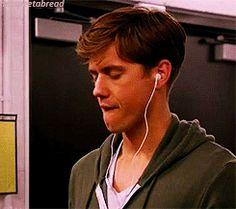 HAHAHAHAHAHAHAHAHAHAHAHA I wish I watched Graceland