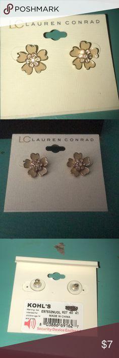 Lauren Conrad Flower Earrings NWT flower studs LC Lauren Conrad Jewelry Earrings