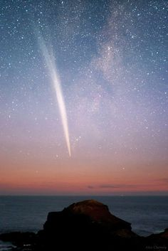 Comet Lovejoy, Cape Schanck, about 90 km from Melbourne, southeastern Australia (taken December 24, 2011) © Alex Cherney.