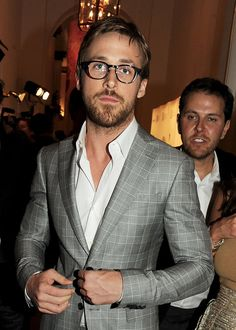 Over 100 of the Hottest Pictures of Ryan Gosling to Just Straight-Up Wreck You Ryan Gosling Suit, Ryan Gosling Style, Ryan Gosling Fashion, Ryan Gosling Glasses, Liam Hemsworth, Ryan Reynolds, Christina Hendricks, Adel Verpflichtet, Clint Eastwood