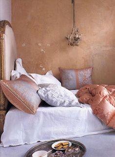 carolyn quatermaine interior design/images | Carolyn Quartermaine powder pink plaster walls and hand printed silk s ...