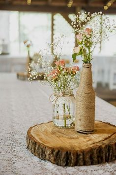 You don't have to spend a lot of money to get gorgeous wedding centerpieces like these. #rusticideas #diyrusticdecor