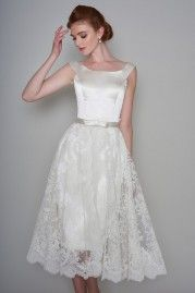 Short Wedding Dresses with Old Hollywood Glamour - Cutting Edge Brides Short Wedding Dresses with Old Hollywood Glamour Short Wedding Gowns, Tea Length Wedding Dress, Tea Length Dresses, Wedding Dresses Plus Size, Princess Wedding Dresses, Bridal Wedding Dresses, 1950 Wedding Dress, Lace Wedding, Hollywood Glamour Wedding