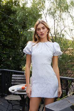 Mini Dress Formal, White Mini Dress, Little White Dresses, Cute Simple Dresses, Pretty Dresses, Classy White Dress, Banquet Dresses, White Fashion, The Dress
