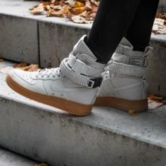 b243f80cbc99a8 nike-wmns-sf-air-force-1-light-bone-light-bone-gum-medium-brown-857872-004-2