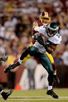 Cornerback Brandon Boykin #22 of the Philadelphia Eagles intercepts a pass in front of wide receiver Santana Moss #89 of the Washington Redskins in the first quarter at FedExField on September 9, 2013 in Landover, Maryland. (Photo by Patrick Smith/Getty Images)