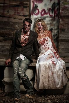 Be a Frightful Duo With These Scary Halloween Couples Costumes Costume Halloween, Last Minute Halloween Costumes, Scary Halloween, Halloween Makeup, Halloween Couples, Group Halloween, Halloween Ideas, Zombie Couple Costume, Zombie Costumes