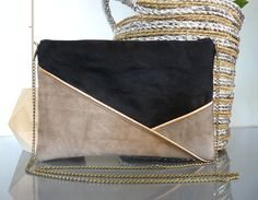 Pochette graphique noire, taupe, gris clair, cuivré : Sacs à main par thealouise Clutch Bag, Crossbody Bag, Diy Sac, Modelista, Couture Sewing, Diy Couture, Handmade Handbags, Tan Leather, Bag Making