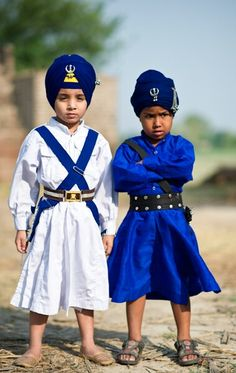 Sikh boys in traditional clothes. Beautiful teachings of Onenes with the family of humanity.  Beautiful clothing as well.