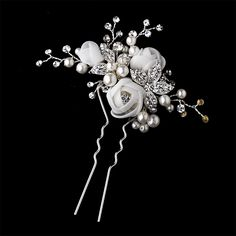 Beautiful hair pin --Try utilizing brooches and small artificial flowers--