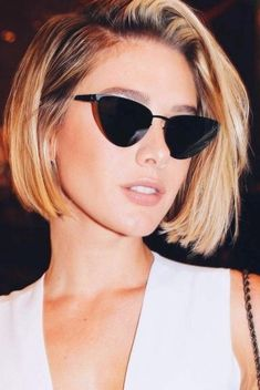 20 Lovely Short Haircut Ideas Get ready for a protracted, hot summer by selecting a makeover from the newest short hairstyles for ladies &women here!Short is gorgeous. Edgy Haircuts, Latest Short Hairstyles, Layered Bob Hairstyles, Trending Hairstyles, Pixie Hairstyles, Pixie Haircut, Short Hair Cuts, Short Hair Styles, Pixie Styles