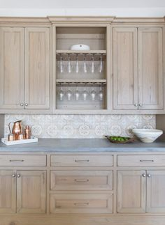 Marie Flanigan Interiors - Summer Entertaining - Perfecting Your Patio Style - Summer Kitchen - Concrete Countertops Light Warm Gray - Alkusari Stone Painted Mosaic Medina Backsplash - Natural Stained Oak Cabinets - Williams Sonoma Outdoor Drinkware