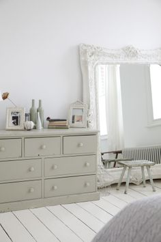 Find smart solutions for small-space living including DIY projects, decor ideas, home organization tips and the latest tiny house and micro apartment news. Small Space Design, Small Space Living, Small Spaces, Home Decor Trends, Home Decor Inspiration, Home Bedroom, Bedroom Decor, London House, Home Organization Hacks