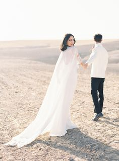 stunning bridal cape for this desert elopement | Photography: Sophie Epton