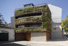 green skin HOUSING IN LISBON LUIS Y TIAGO REBELO DE ANDRADE AND MANUEL CACHAO TOJAL