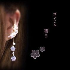 ユラユラ  サクラ  揺れる満開の桜も美しいけれど散りゆく姿もまた美しいですね淡いピンクの桜の花を一つ一つ作りました。 たっぷりのパールが優しい印象ですピアス...|ハンドメイド、手作り、手仕事品の通販・販売・購入ならCreema。