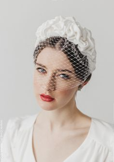 Giselle is the perfect headdress for a delicate and sophisticated bride Bridal Headdress, Bridal Hat, Wedding Hats, Headpiece Wedding, Bridal Headpieces, Bridal Fascinator, Hair Wedding, Wedding Dresses, Veil Hairstyles
