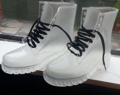 a8233a0d13 Clear boots Botas Doc Martens, Dr Martens Boots, Doctor Martens, Outfits  With Doc