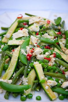 I love switching from soup to salad when the sun begins to shine. This warm #Spring veg salad with feta looks delicious!