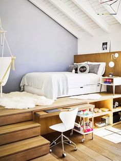 12 Teen Bedroom Ideas So Good You'll Want to Steal Them for Yourself. 12 Teen Bedroom Ideas So Good You'll Want to Steal Them for Yourself. Need help redecorating your teen's bedroom? Consider these 12 teenage room ideas your solution Girl Bedroom Designs, Room Ideas Bedroom, Small Room Bedroom, Bedroom Loft, Dream Bedroom, Home Decor Bedroom, Cozy Bedroom, Small Teen Room, Small Teen Bedrooms